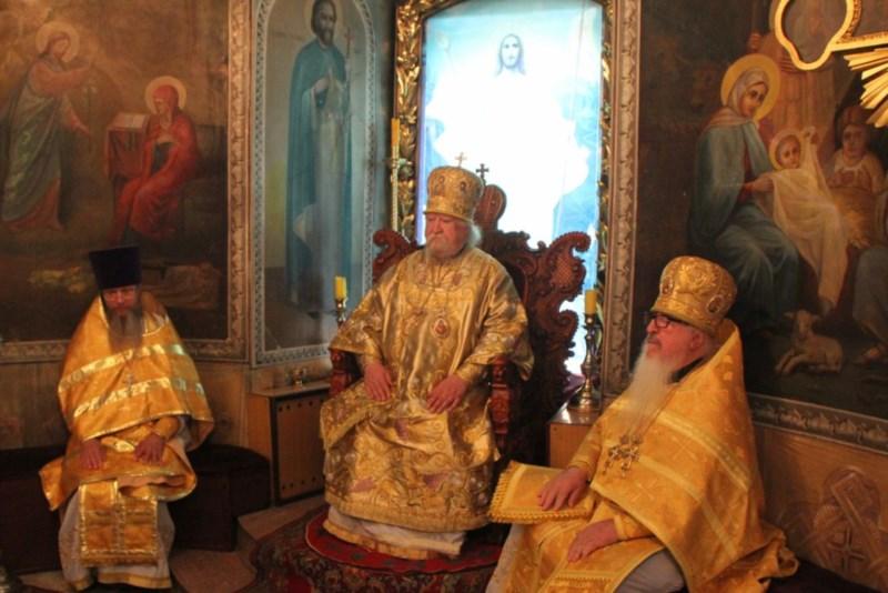 Всенощное бдение в введенском кафедральном соборе и божественная литургия в храме с раскильдино